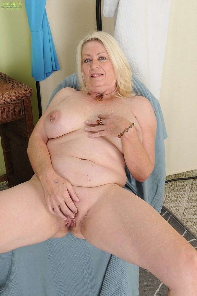 Mature Ash-blonde Cathy Oakely Knead..