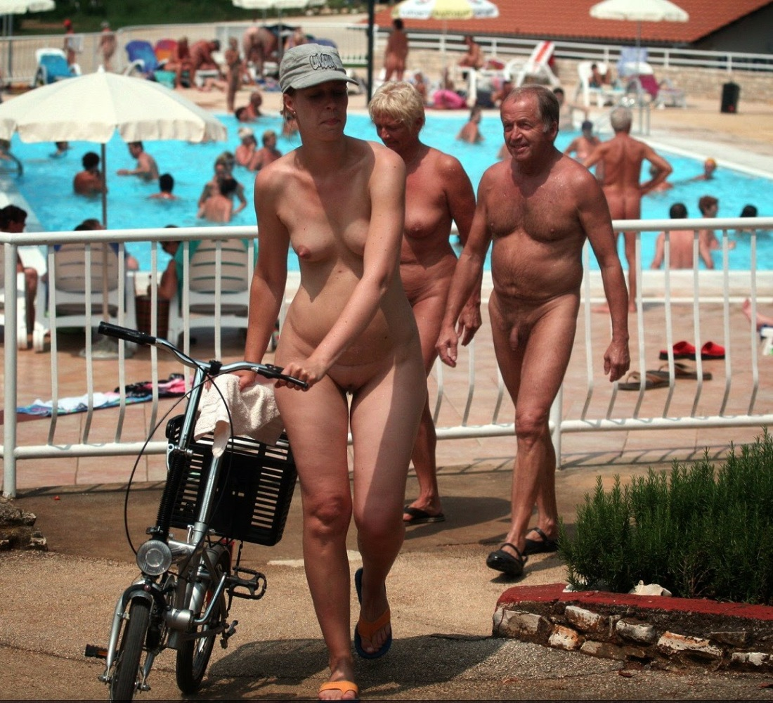 Naturism -  - HQ : NUDISTS - Park and..