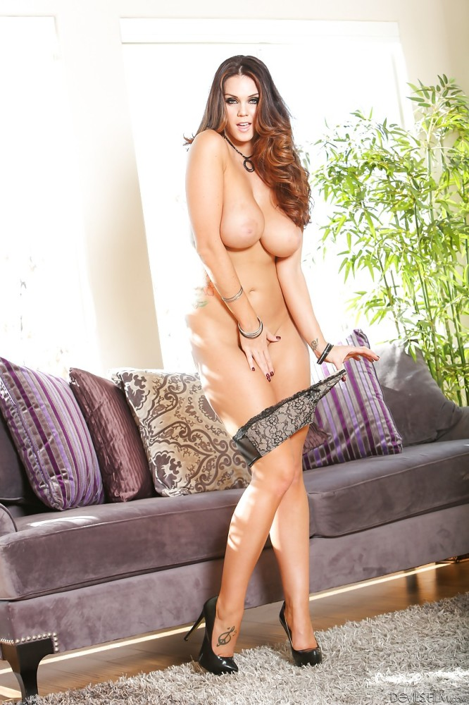 Alison Tyler in high high-heeled..