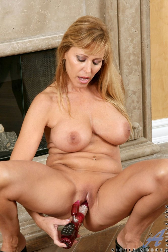 Huge-chested Cougar Nicole Moore..