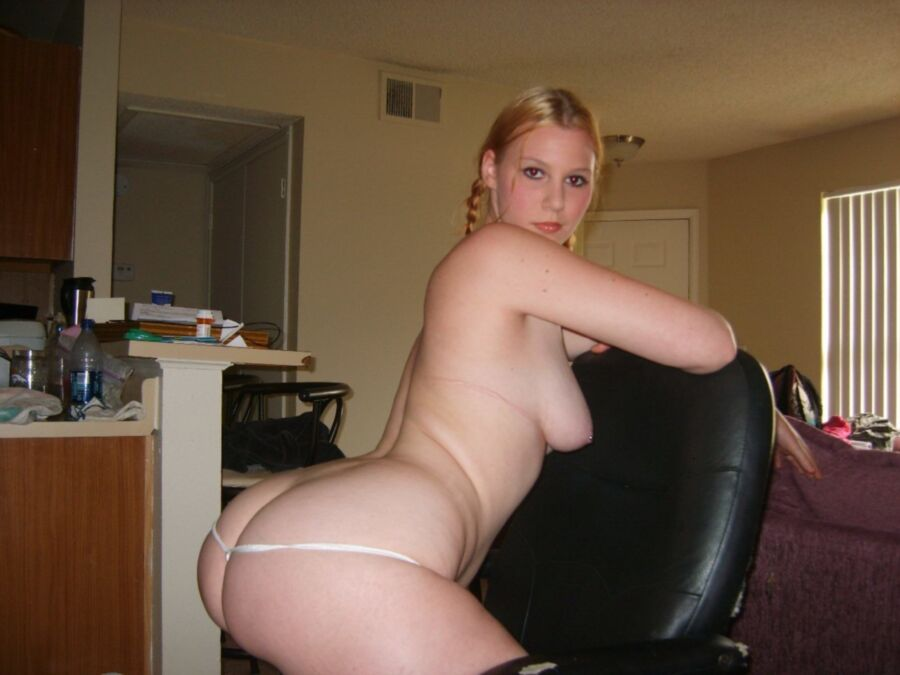 Home Pornography Jpg Curvaceous blond..