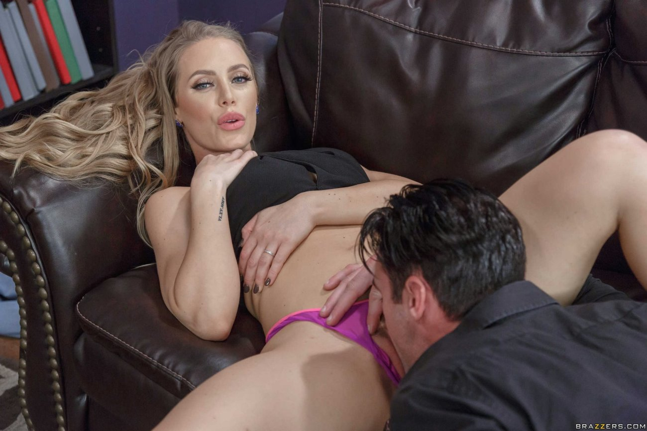 Nikki Benz and Nicole Aniston smashing..