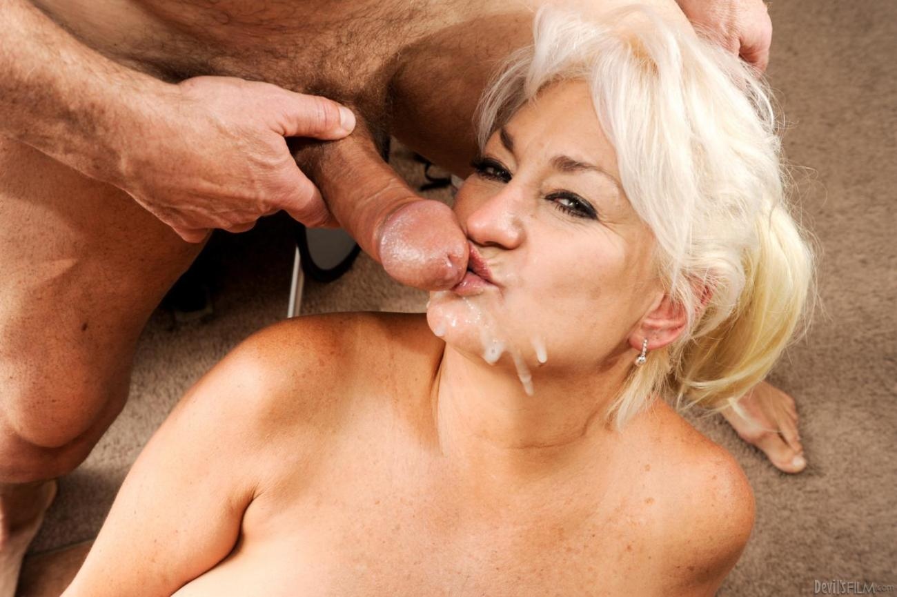 Buxom mature nymph Dana Hayes gets her..